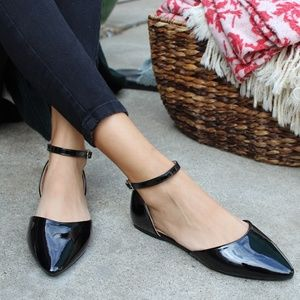 Shoes - 🆕️//The Holiday Collection// Black glossy Flat